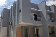 projeto 240 metros terreno declive campinas barão geraldo arquitetas design arquitetura moderna fachada reta vidro escada
