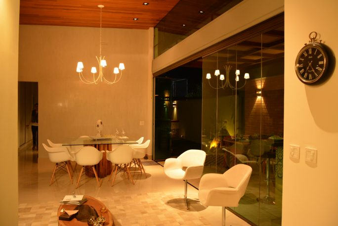 projeto iluminação residencial decorativo casa lustre arquiteto caio pelisson Sala decorada living estar jantar pendente lustre