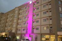 Projeto de Iluminacao para Fachada de Hotel com Projetor de LED RGB troca de Cores para destaque Comercial