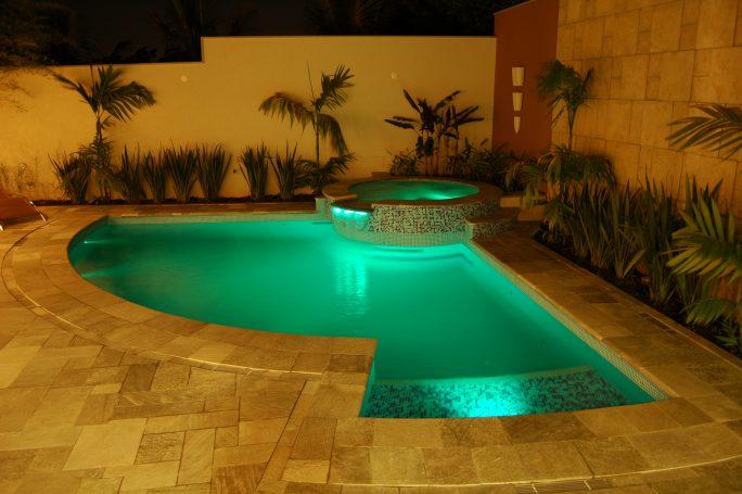 projeto piscina curva redonda spa hidromassagem prainha