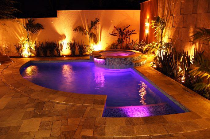 projeto piscina curva redonda spa hidromassagem prainha iluminação led fibra ótica arquiteto vinhedo
