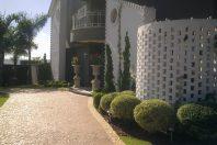 projeto reforma decoração design área gourmet churrasqueira casa condomínio parque são bento limeira fachada com tijolinho branco